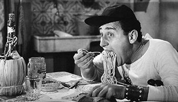 Alberto_Sordi scena degli spaghetti - Un americano a Roma (1954)